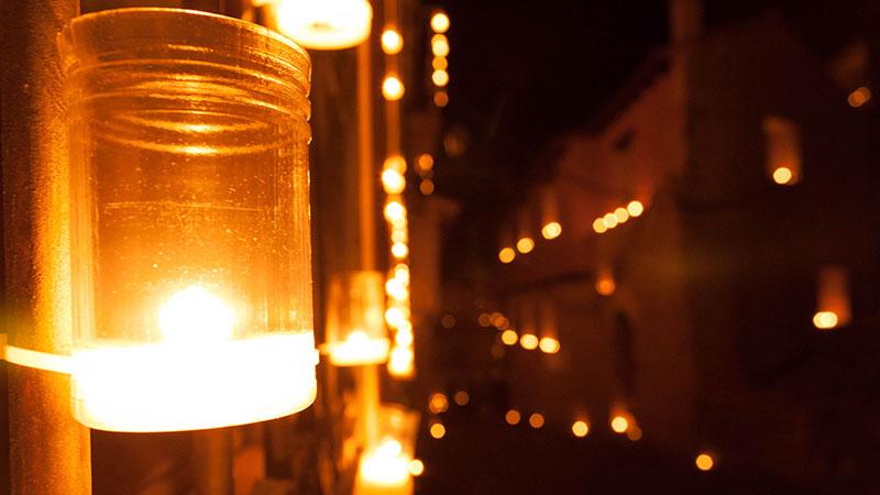 La noche, velas y Fuentidueña. Pura magia