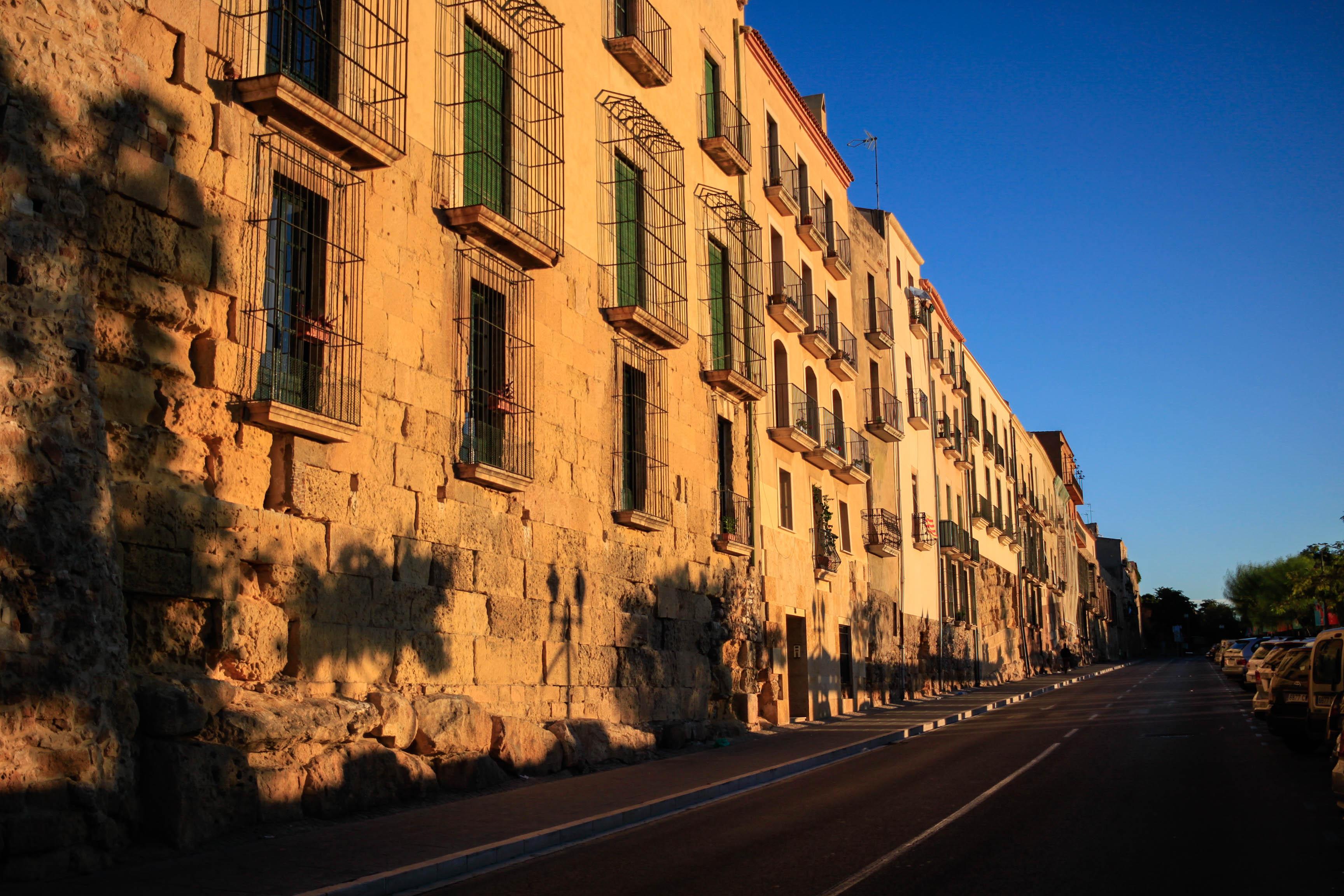 Cases situades a la muralla de Sant Antoni