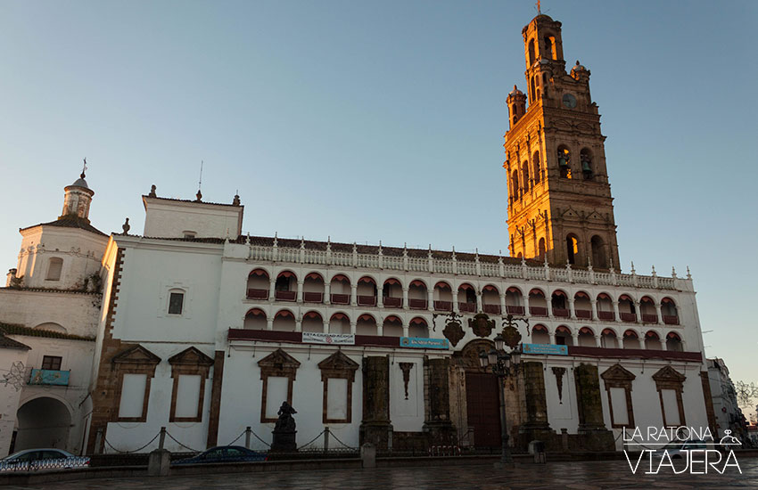 Plaza de Llerena con la Iglesia de Nuestra Señora de la Granada