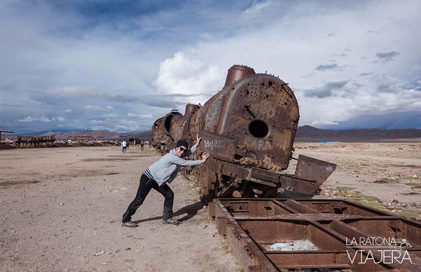 Salar-Uyuni-Cementerio-Trenes