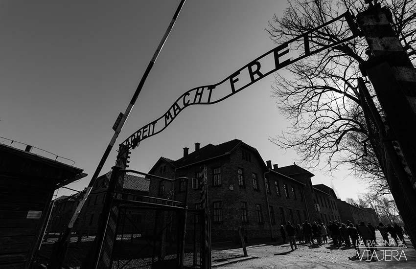 Auschwitz-entrada